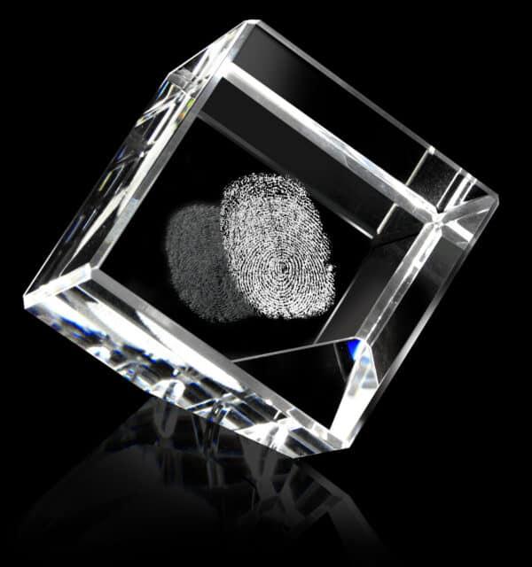 vingerafdruk in glas herinnering in glas