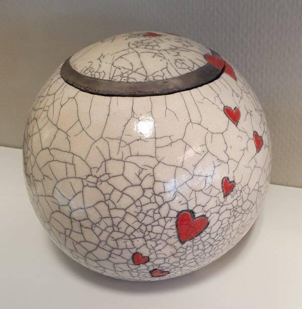 Urn bol keramiek met hartjes