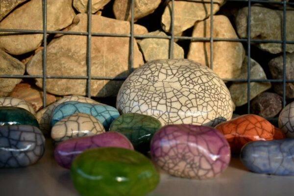 Knuffelkei mini urn keramiek