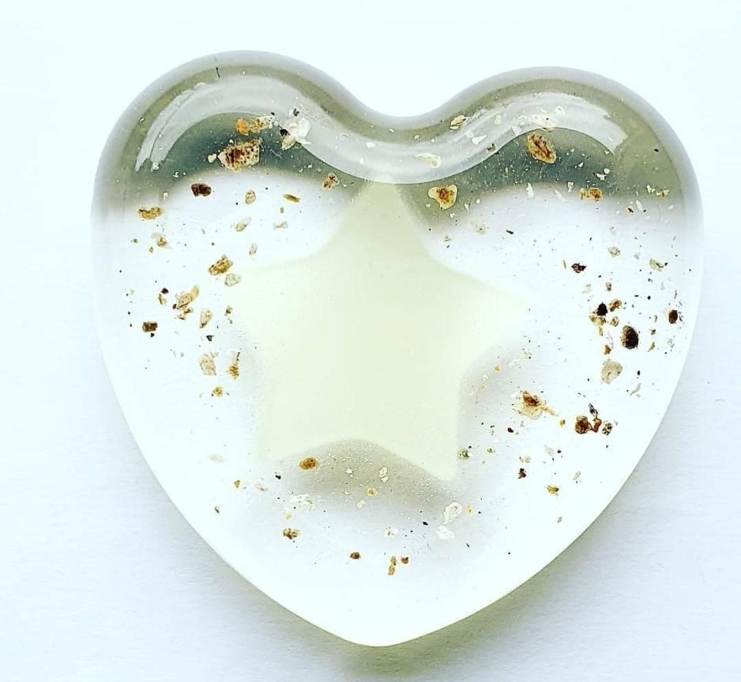 Resin urn little heart As creations